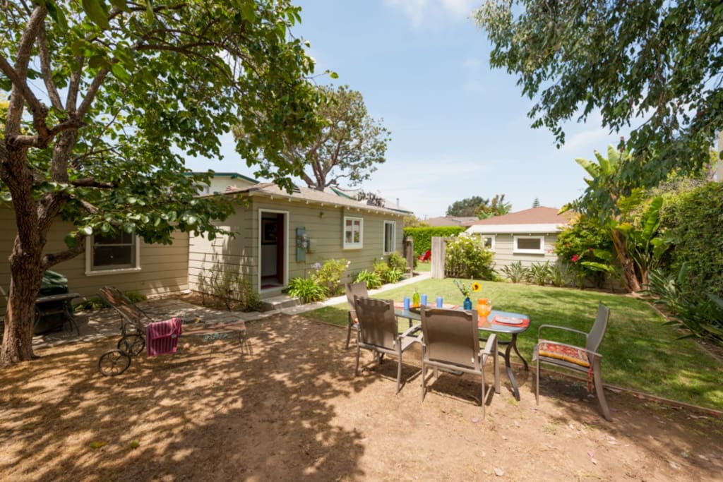 Side Yard w Outdoor Seating & BBQ