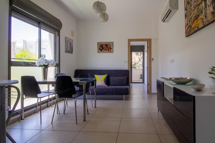 -->Great modern apartment by Frishman{2bdms/2bath}
