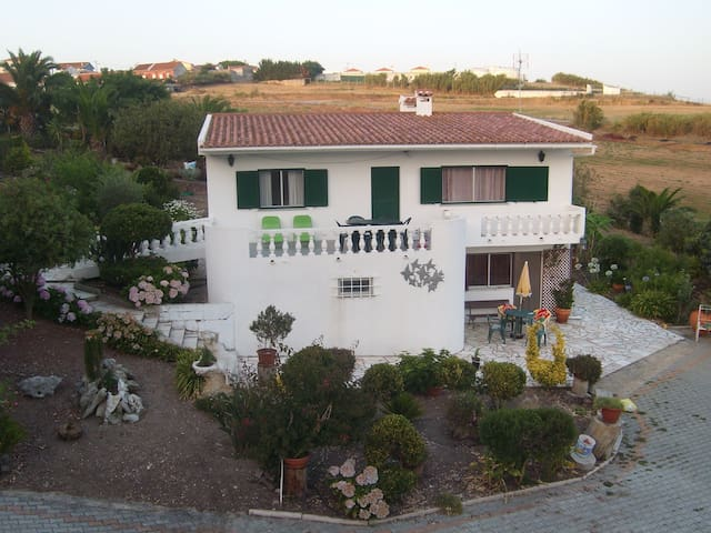 Vimeiro, a cottage w/ beach at 3min - Vimeiro - Huis