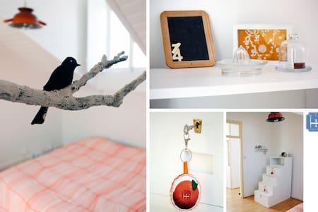 3/4 Hostel - PDL (quarto Tangerina) - Ponta Delgada - Bed & Breakfast
