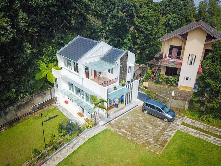 Villa Mandalagiri Puncak