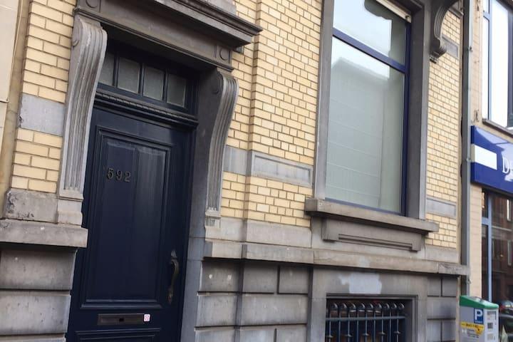 Chambre et salon privé ds maison de ville