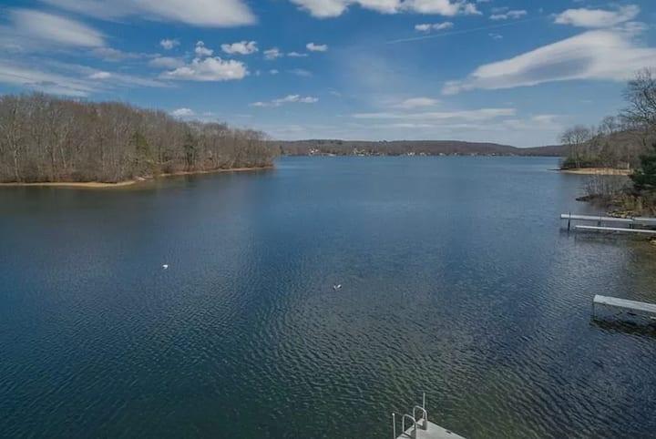 Stay on the Beautiful Bashan Lake