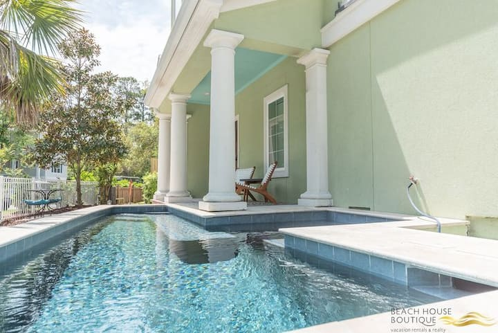 Designer Decor, New Pool & Hot Tub, Walk to Beach