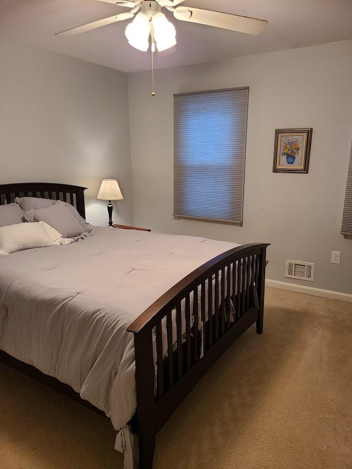 Safe private bedroom/bathroom in Fairfax, VA