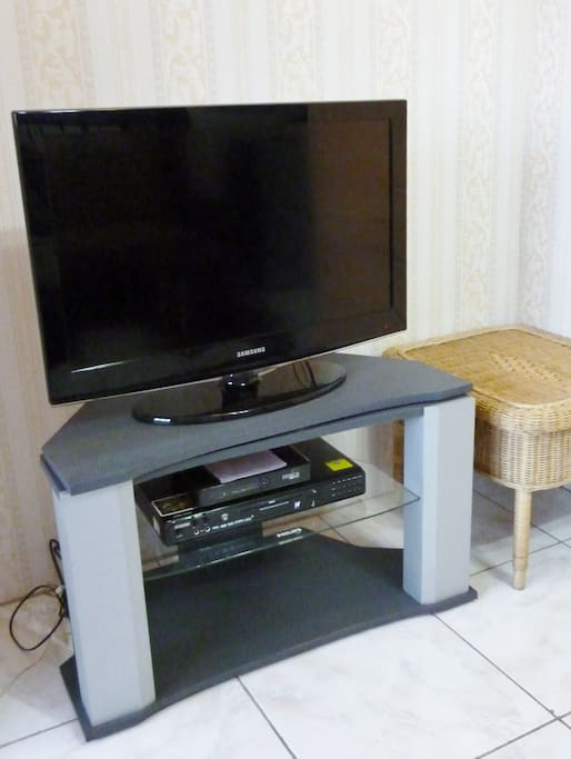 Cable TV / DVD Player / WiFi (Skycable)