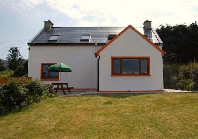 Mary Agnes Cottage - Eyeries, Beara - บ้าน