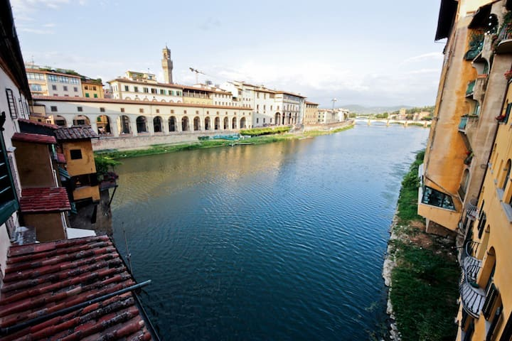 Spectacular view on Ponte Vecchio
