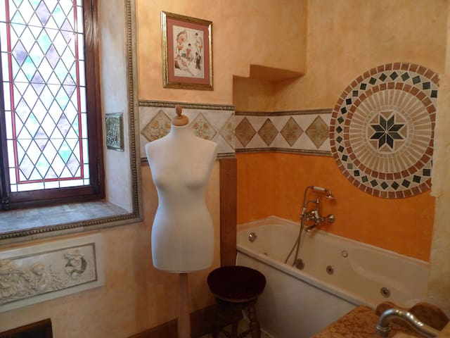Charming room in medieval village - Auribeau-sur-Siagne - House