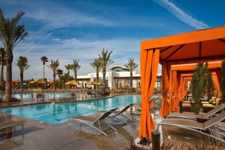 Luxury Master Rm   8 min Beach (Rarely Available)