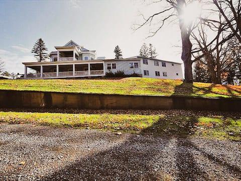 Catskill Mountain Manor Large Cozy One Bedroom