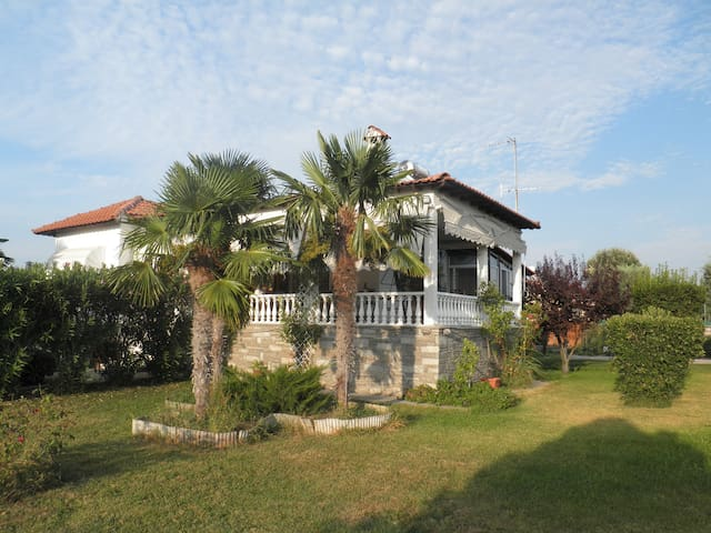 Halkidiki Villa very close to sandy beach.