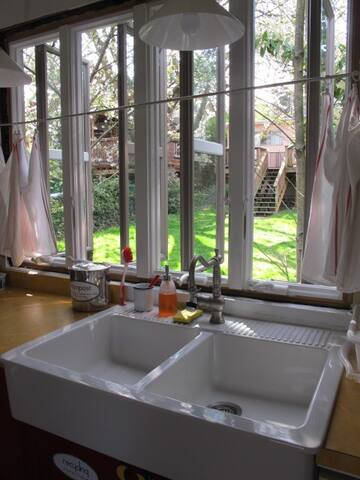 My neighbors behind me have a large back yard, giving a nice view while doing dishes.  Food scrap container is to the left of the sink, recycling under the sink. (No recyclables or food scraps are allowed in Seattle trash.)