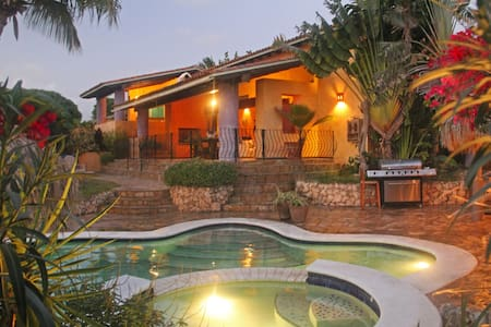 Villa Aloe Stunning 5BR Mex.Style Villa w/pool gym