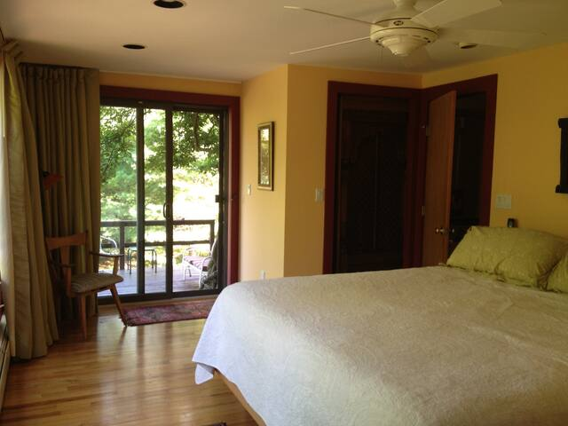 Serene Beach Getaway with Private Tennis Court - East Hampton - Wohnung