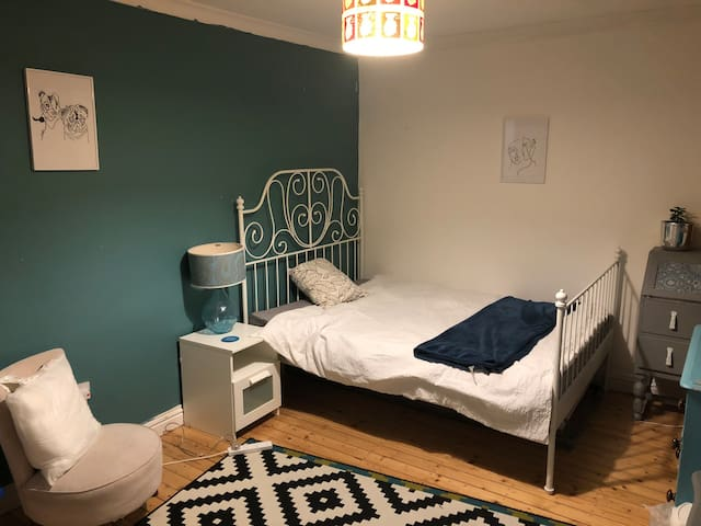 Cozy double room close and good travel links