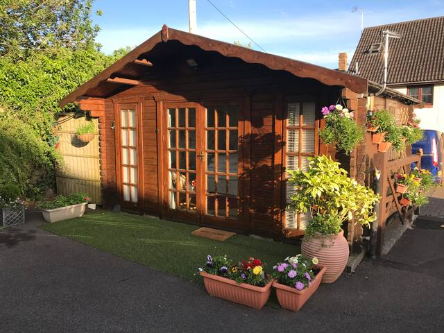 Idyllic cabin in the heart of Cheddar