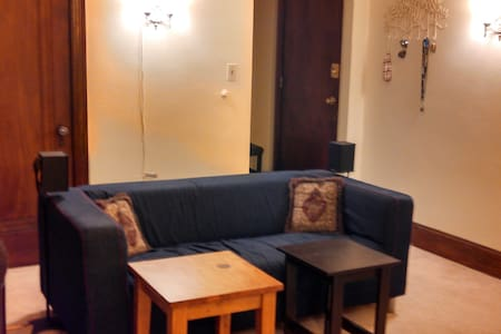 Petite Bedroom Directly Across from Campus - Ann Arbor - Appartamento