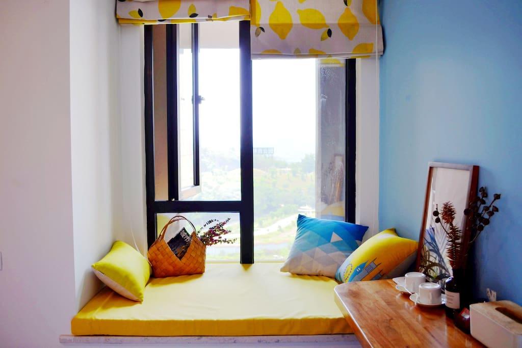 客房的飘窗。