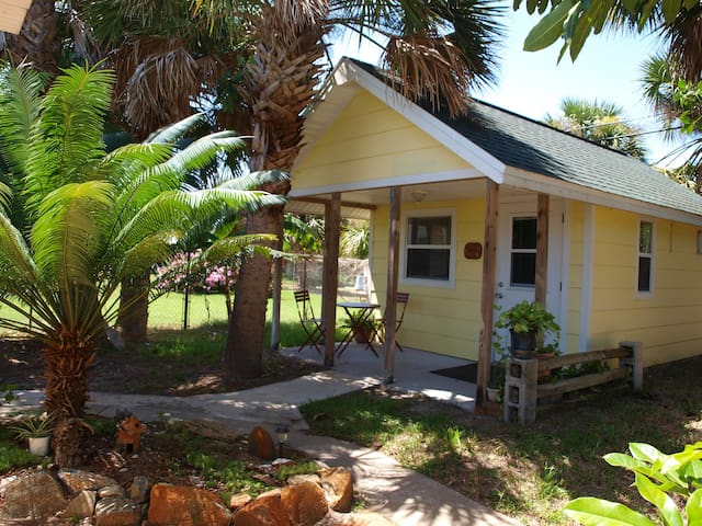 Relax at Cottage & walk to beach! - Indialantic - Chalet