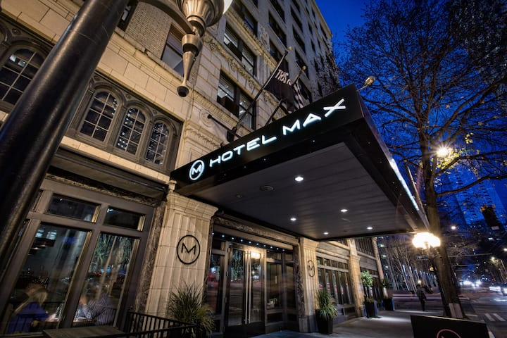 Hotel Max, Max Bunk Beds