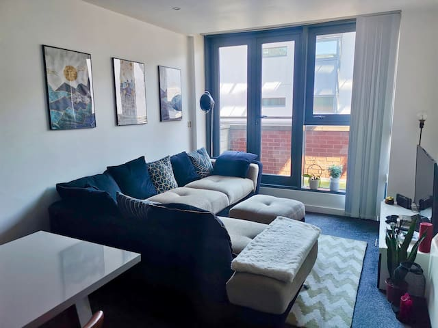 Stylish staycation 2-bedroom city centre apartment
