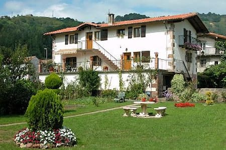 RURAL HOUSE IN BAZTAN NAVARRA - Mardea - Hus