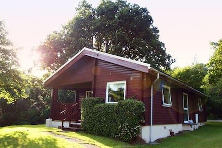 Ruskin Lodge, traditional log cabin - Dunoon