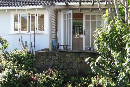 Wisteria Studio Cottage - private