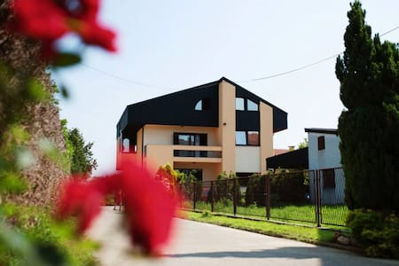 Near Zagreb Airport - 3Bees House - Byt