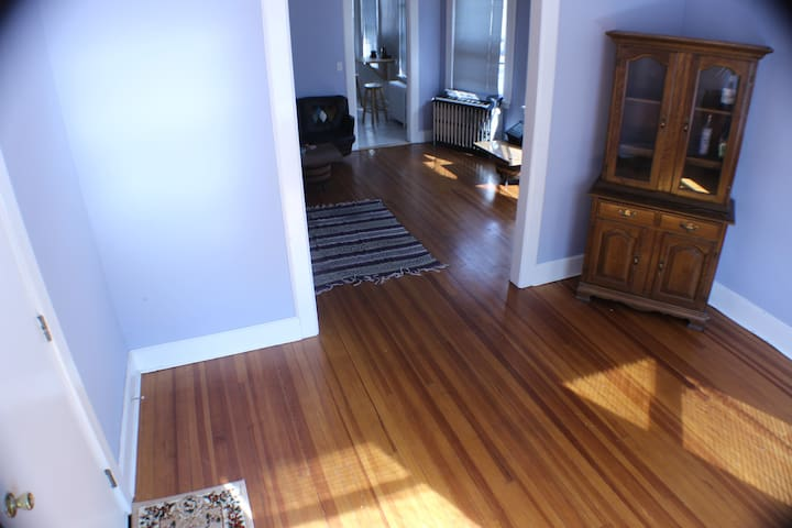 Large fully furnished room near downtown stamford - Stamford - Apartment