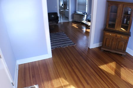 Large fully furnished room near downtown stamford - Stamford