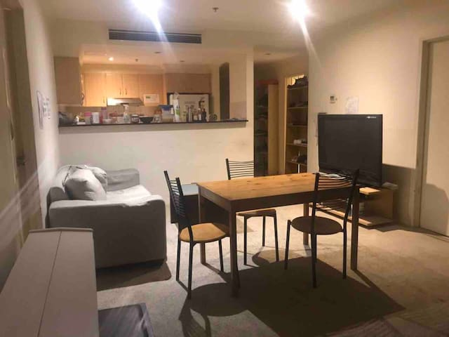 4 beds share room near central station (Male)