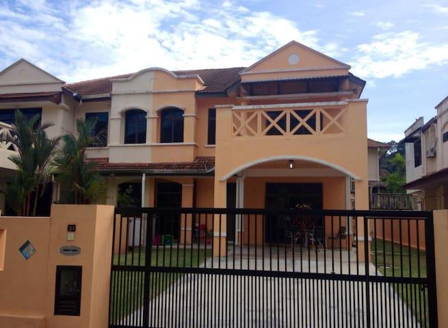 3 Bedroom house 8 minutes to beach - Air Itam - Rumah
