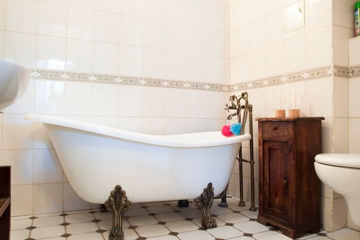 Bathroom's bathtub