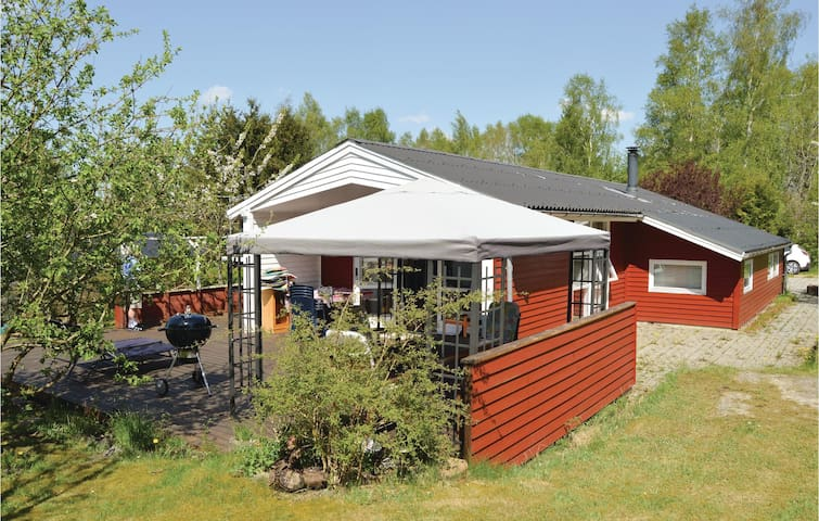 Holiday cottage with 3 bedrooms on 104 m² in Fårvang