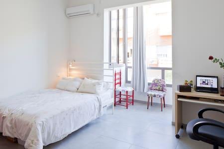 Big Pretty Room in Florentin Center - 特拉维夫市 - 公寓