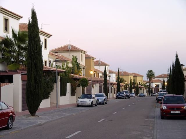 Great Town House - H. Verde Golf - Guillena - Hus