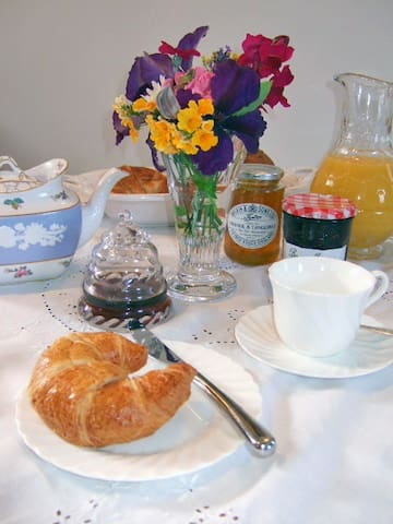 Old Store Midhurst Bed & Breakfast - Easebourne