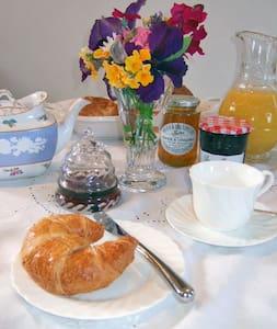 Old Store Midhurst Bed & Breakfast - Easebourne