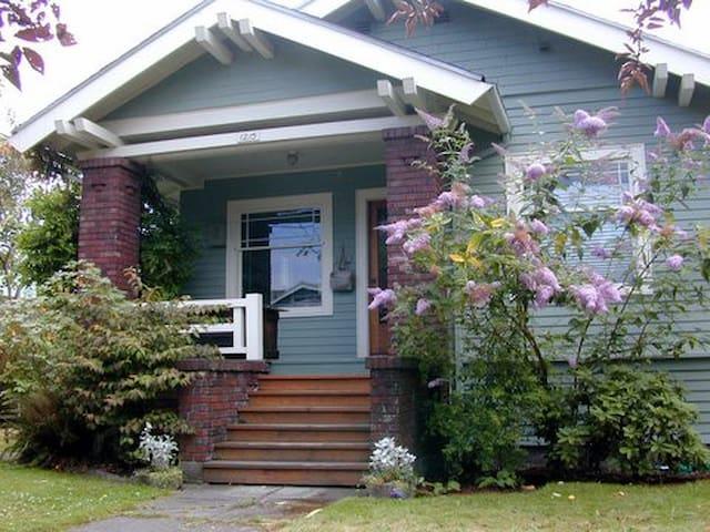 Wallingford Craftsman Bungalow - Seattle - House