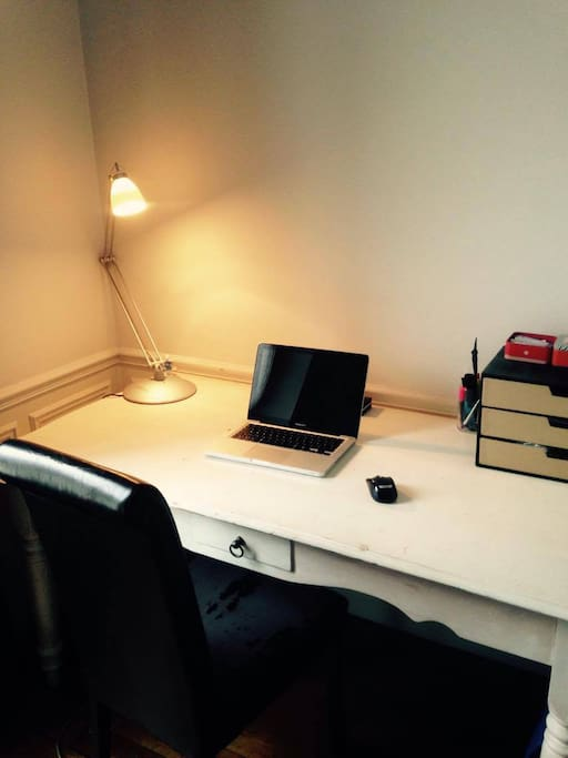 Need space to work ? use the large desk and high speed Wifi !