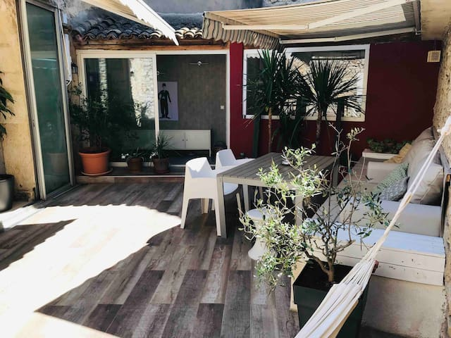 Loft, jacuzzi. 15 km from the sea and Montpellier.