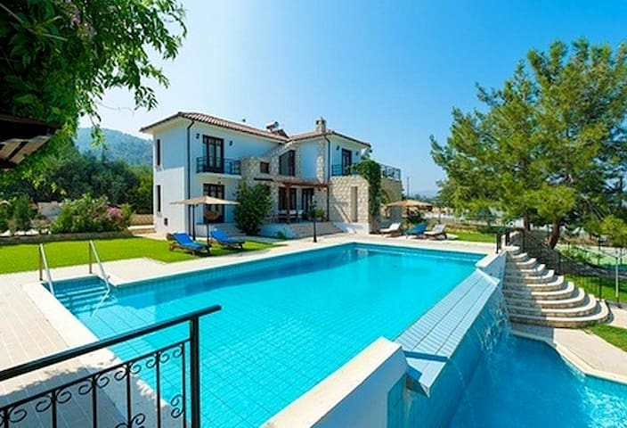 VILLA with POOL,JACUZZI, BEACH, (Kn14) - Argaka - Casa