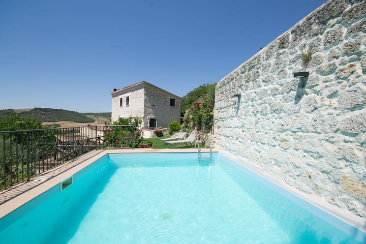 Panoramic Villa with private pool in town center