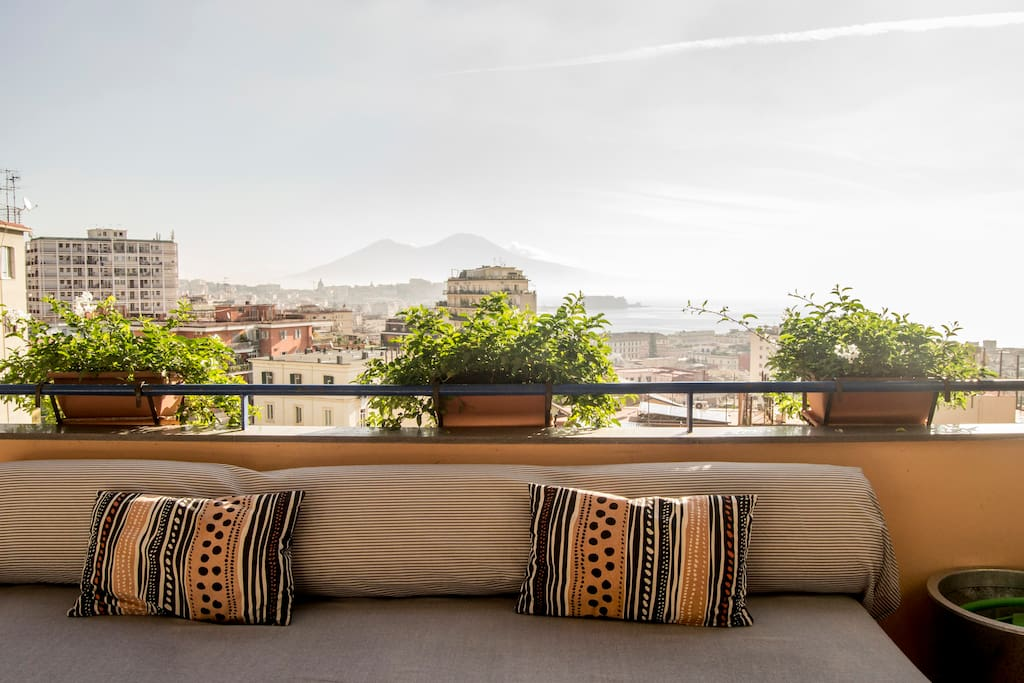 divani sulla terrazza con panorama - sofas on the terrace with view