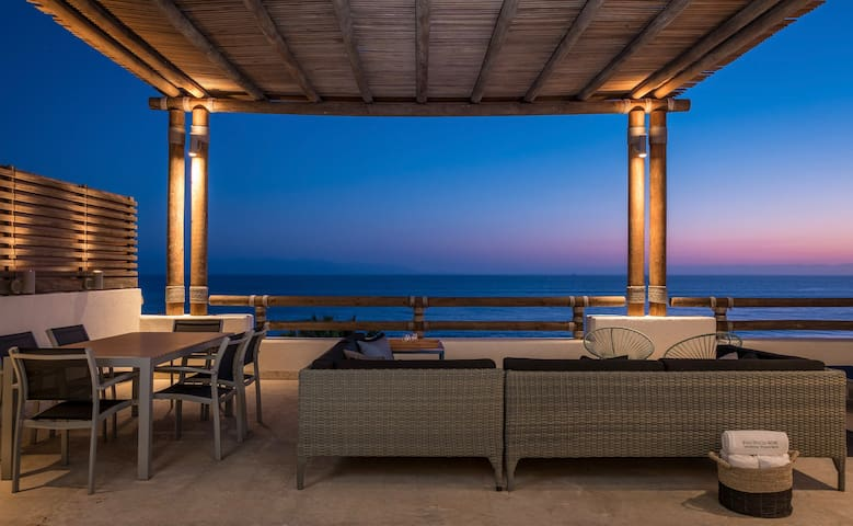 Luxurious View in Luxurious Apartment in Veneros