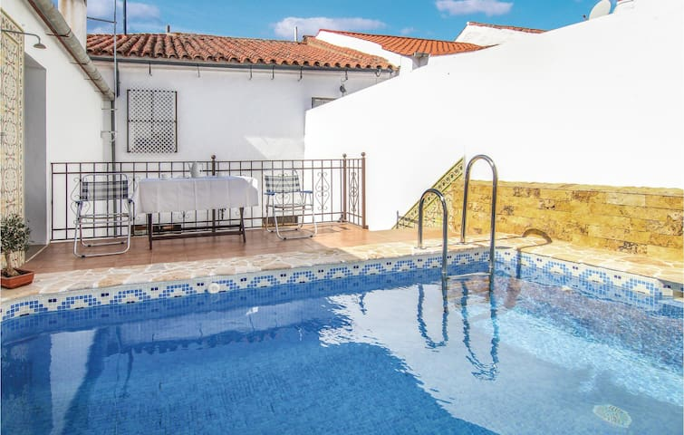 Terraced house with 4 bedrooms on 133m² in Villaviciosa de Cordob