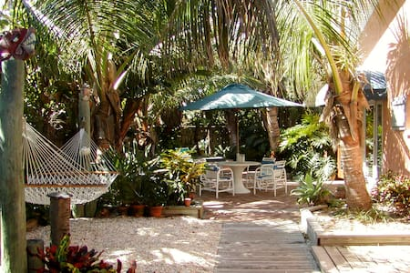 Tropical oceanfront garden villas  - Indialantic