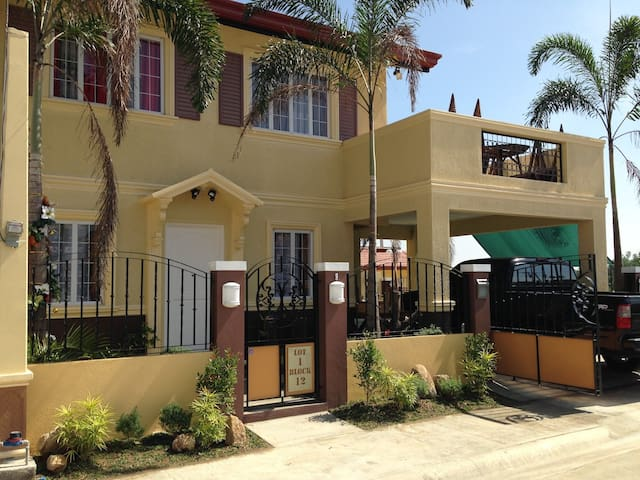 AJ Holiday Home-with 3 beds/3 toilet+bath - City of Balanga - House